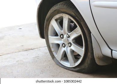 Can't drive flat tires.The accident did not go on.