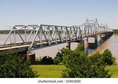 Cantilever bridge over the Mississippi River, Vicksburg, Mississippi