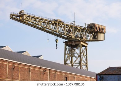 Cantilever lifting crane for shipbuilding in Govan near Glasgow and container transportation
