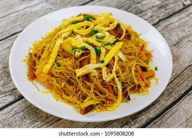 Cantonese style fried rice noodles