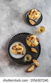 Tiramisù with cantucci cookies and vinsanto