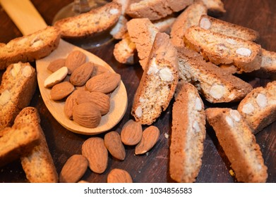 cantucci italian cookies and nuts