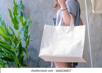 Canvas bag, Cloth bags instead of plastic bags in shopping for the environment.