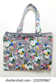 Canvas totebag with shabby flower pattern