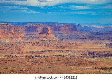Canyonlands National Park is the mountain images and rocks at the U.S. National Park located in southeastern Utah near the town of Moab