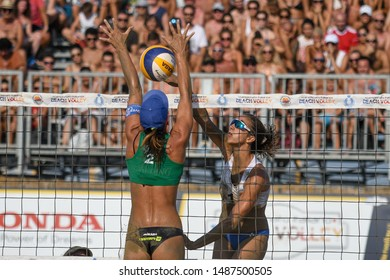 Caorle, Italy, August 25 2019 schiacciata di Alice Gradina su muro di Giulia Toti during Finals Scudetto Championship Italian Absolute 2019 - Women Beach Volley