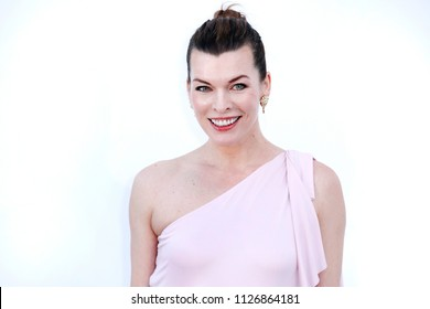 CAP D'ANTIBES, FRANCE - MAY 17:  Milla Jovovich arrives at the amfAR Gala Cannes 2018 at Hotel du Cap-Eden-Roc on May 17, 2018 in Cap d'Antibes, France.