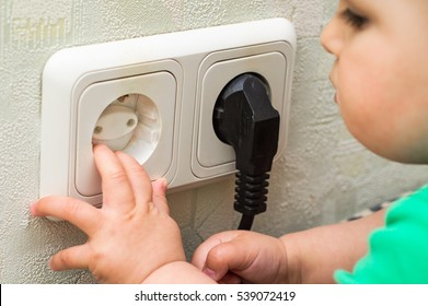Cap to protect the child from the outlet