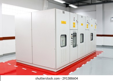 Capacitor bank cabinet