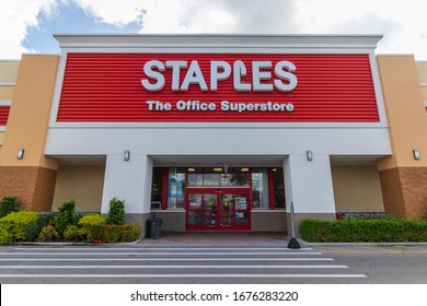 Cape Coral, FL / USA - 3/17/20 : Staples entrance in cape coral Fl. Staples Inc. is an American office retail company. It is primarily involved in the sale of office supplies and related products.