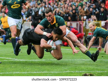 CAPE TOWN, SOUTH AFRICA - Saturday 7 October 2017, Rieko Ioane of New Zealand is tackled by Jesse Kriel of South Africa with Siya Kolisi in support during the Castle Lager Rugby Championship Test