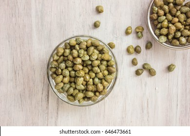 Capers in bowl