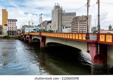 Capibaribe River (Rio Capibaribe), Alfandega Bund (Cais da Alfândega), Recife, Pernambuco, Brazil