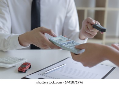 The capitalist has rented a car for the tenant and the tenant has made a deposit as collateral according to the law.