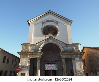 Cappella della Confraternita Santa Croce (meaning Chapel of the Holy Cross Confraternity) in Grugliasco, Italy. Mercatino means flea market.