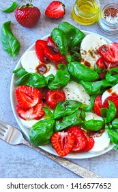 Caprese salad with strawberries. Strawberry salad with basil and mozzarella. Healthy summer salad. Keto summer. Keto diet.