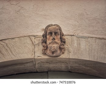 Capstone on an archway in form of a head statue