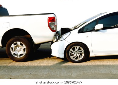 Car accident : Danger of accidents, rear-end collisions, and property damage.