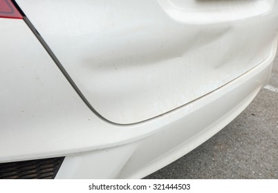 Car accident / The car hit a bump