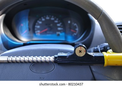 Car antitheft mechanical device which locks the steering wheel.