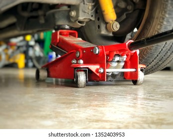 Car auto service : Floor jack lifting vehicle for tire change