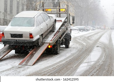 Car break down and towing at snow street