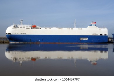 The car carrier ship City of St.Petersburg will be in the port of Emden on 18 February 2018 and will be loaded there.