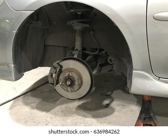The car fixing in the garage