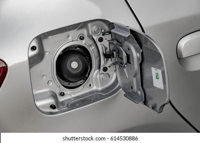 Car fuel tank cap with the lock