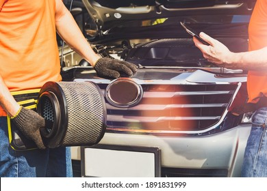 Car maintenance : Mechanics team advises preparing air filters for replacing old parts, deteriorated pick-up trucks, and dirt over distance in order to increase fuel efficiency and reduce engine wear