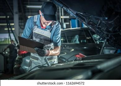 Fahrzeugmechanik - detaillierte Fahrzeugprüfung. Thema Auto Service Center.