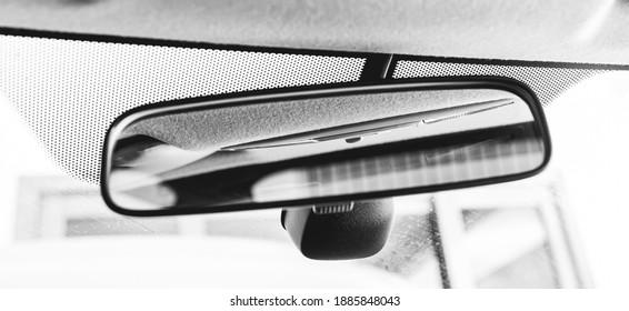 car, objects, interior. A rear view mirror of a car ( espelho retrovisor para visão traseira ).