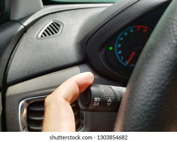 car panel with arrow on - important maneuver indicator