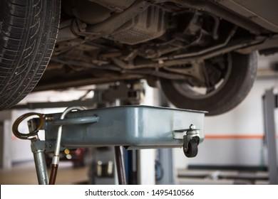 Imágenes, fotos de stock y vectores sobre Car Under Repair