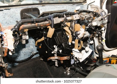 Car Repair Service:Remove the car console to clear the air conditioner:The procedure to remove the soles, the front of the car and related equipment to remove the air cleaner cleaning coil air cooled.