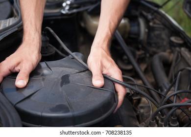 Car repair yourself. Maintenance. Replacement of the air filter