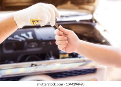 Car repairs deliver key to customer.