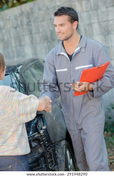 Car specialist with a customer