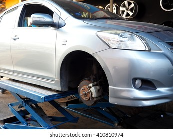 Car tire replacement service, fitting with balancing in the garage
