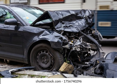 Auto mit Totalschaden nach Unfall