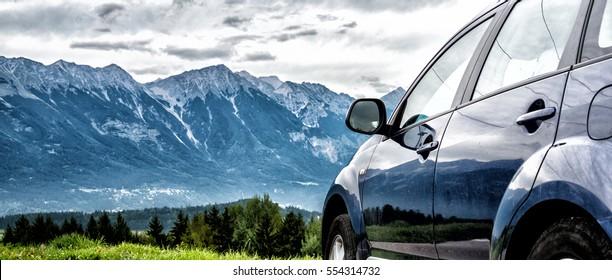 Auto für die Fahrt mit einer Bergstraße
