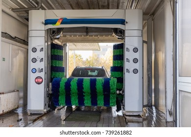 car wash, Automatic car wash in action