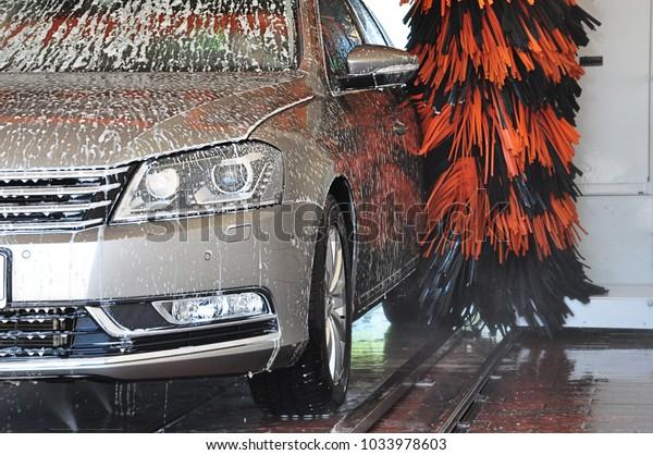 car wash cleaning car