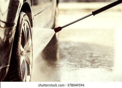 Car wash with high pressure washer