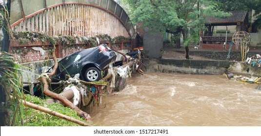 A car which got carried with floods water stuck in a bridge in India.