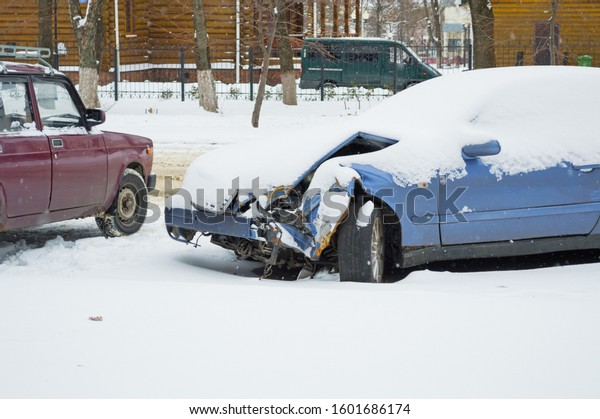car-wrecked-accident-under-snowdrift-600