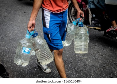 Caracas, Capital District /Venezuela; 04/07/2019: Protests for water in caracas - People looking for water