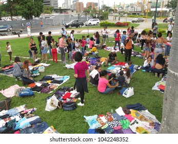 Caracas, Dtto Capital / Venezuela 07-09-2017 : People doing clothes bartering in public square.