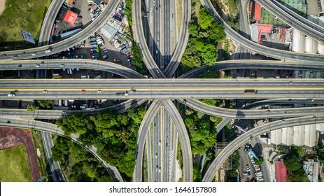 CARACAS, VENEZUELA - CIRCA 2018 - Fotografía aérea del distribuidor La Araña, ubicado en el Oeste de Caracas y el cual se empezó a construir en 1950, ícono arquitectónico de Venezuela. Circa 2018