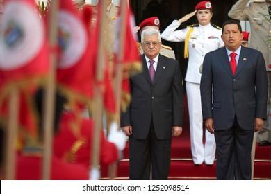 Caracas (Venezuela) Nov. 27, 2009. The venezuelan president Hugo Chavez  (R), receives  Palestinian National Authority, Mahmoud Abbas (L),  at the Miraflores Palace in Caracas. Photo/Harold Escalona